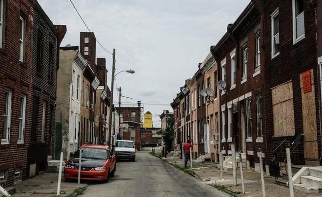 美國街區藏汙納垢 遍地針頭針管 垃圾如山 一群活死人毒鬼的家
