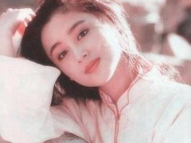 看了陳紅10張青春老照片,終於知道為什麼陳凱歌不選倪萍選她了
