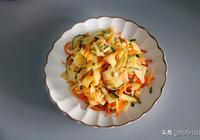 大廚教會你2分鐘烙雞蛋皮,和黃瓜一起拌一拌,清爽開胃巨好吃