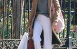 西耶娜·米勒簡約穿搭盡顯優雅好氣質,與女兒出行都是高顏值