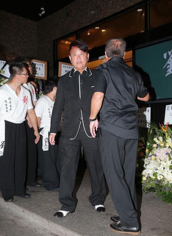 鏡頭下:一代宗師劉家良葬禮現場,陳百祥負責主辦