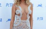 波蘭女星喬安娜·克魯帕出席活動,網友:這衣服如同沒穿