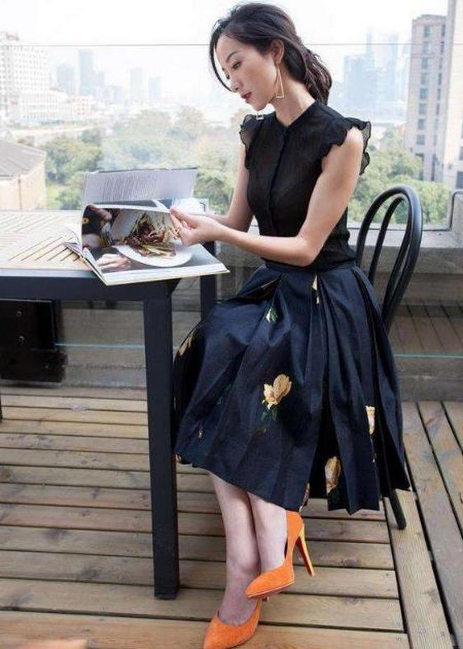 看了穿高跟鞋的韓雪,再看穿平底鞋的她,網友:被驚豔到了!