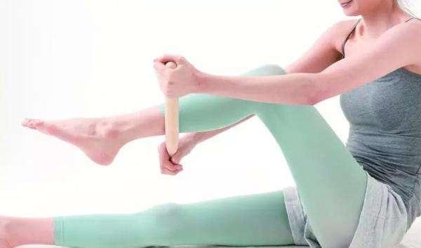 沒時間跑步別擔心,用擀麵杖敲腿,坐著就能瘦!