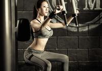 漂亮的女健身教練