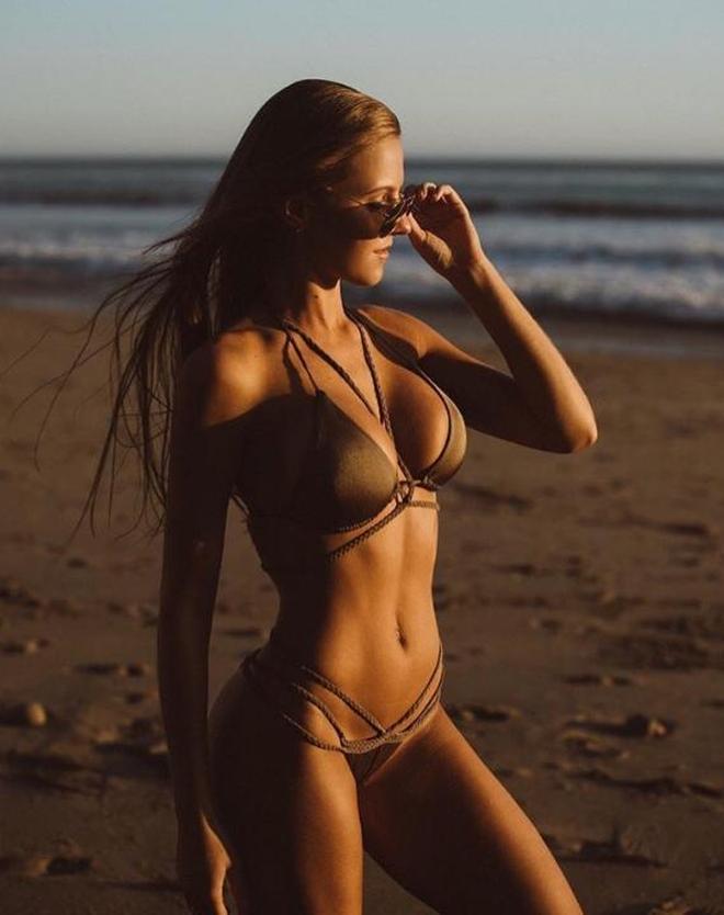 歐美女星海邊度假,心動就像躺在你播放列表的歌