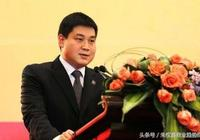 """32歲""""江蘇首富"""",如今資產1150億,25歲接管公司是如何做到的?"""