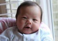 新生兒吐奶很正常,但若是有這3種症狀,寶媽就要重視了