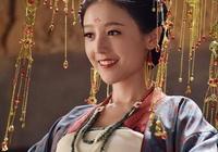 給女星們p上孟婆裝後,楊蓉像一位娘娘,她乍一以為是何花本人!