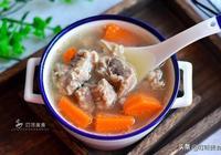 燉排骨湯時,要不要焯水?很多人弄錯了,難怪排骨又老又硬,難吃