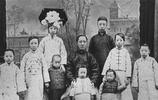 老照片:清朝最後的皇親國戚,圖1兩歲的溥儀,圖2一歲的弟弟溥傑