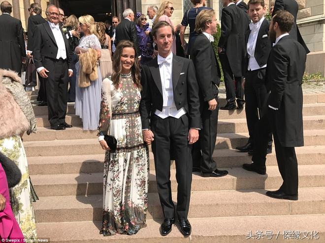 凱特王妃妹妹皮帕參加朋友婚禮,網友稱連衣裙像窗簾