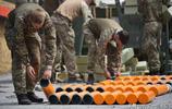 別樣生活照片:西方坦克兵懷抱炮彈,展示軍力