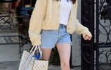 艾瑪·羅伯茨現身洛杉磯街頭,艾瑪髮型回到之前中棕髮色,很減齡