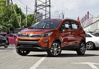 不到10萬的SUV,百公里油耗5.9L+無鑰進入/一鍵啟動,90後的菜!