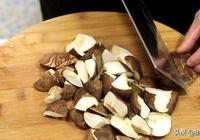 請不要把香菇只用來燉湯喝!大廚5分鐘做的小炒菜,比肉更解饞