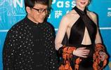 成龍早前和妮可基德曼合照傳出,網友表示:她的眼神中帶著崇拜!