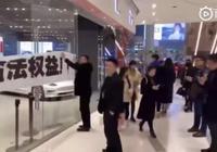 特斯拉半年降價73萬元,中國車主拉橫幅維權