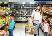孩子商場偷拿棒棒糖,兩位媽媽不同做法,直接影響孩子一生!