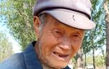農村91歲老人伺候患病老伴兒25年,心酸的背後全是感動,看啥樣