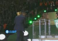 拜仁奪冠圖集:諾伊爾高舉獎盃