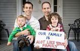 越來越多同性戀家庭選擇收養孩子,一家人也生活得很幸福