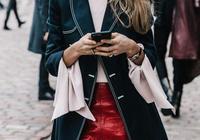 初冬最佳撩人搭配,絕對要投大衣+裙子一票,輕輕鬆鬆就成為秋冬街拍界的一匹黑馬!