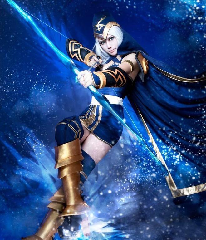 英雄聯盟:寒冰射手艾希cosplay,畢竟女皇氣場很足