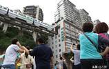 重慶網紅輕軌穿樓過,五一假期無數遊客打卡,英媒笑稱下一站廚房