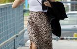 女星露西·海爾現身洛杉磯街頭,她有種特別的魅力