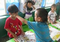 孩子幼兒園被欺負,打人不對?聰明父母會這樣教孩子