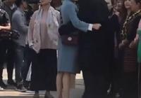 鄧倫牽手迪麗熱巴,被發現後立馬分開,粉絲:太有愛