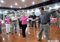 為什麼有些農村人認可打牌,牴觸跳老年健身交誼舞呢?
