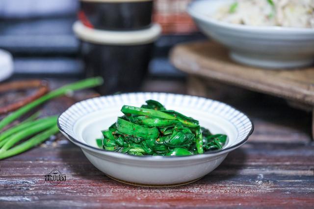 春天不吃這菜就太虧了,比香椿便宜,比香椿鮮,煎一煎就出鍋!