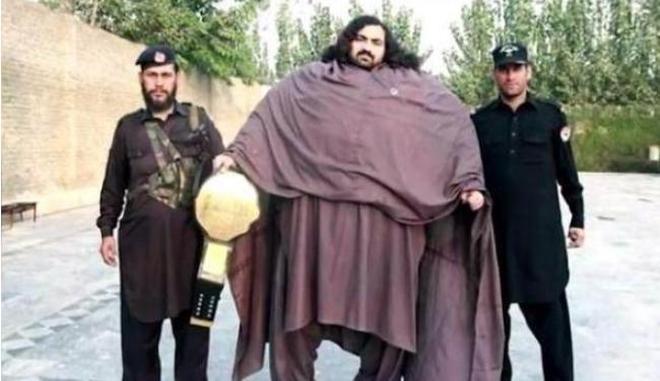 """巴基斯坦""""綠巨人""""重達870斤,一天能吃10斤肉和40枚雞蛋"""