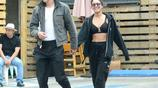 凡妮莎·哈金斯和男友牽手現身街頭,滿面甜蜜滿面幸福藏不住