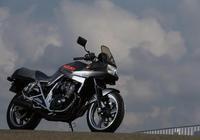 四缸250cc街跑摩托,鈴木KATANA-250,山路動力吊打同級對手