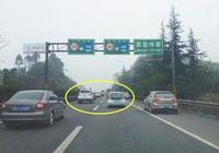 為什麼老司機開車都喜歡跑在中間車道?原來是有大學問!