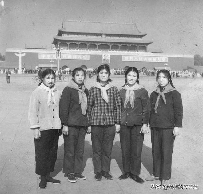 我愛祖國天安門,一組六七十年代天安門合影集錦老照片