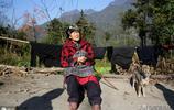 102歲老太種地養雞下山趕集,曾生13個兒女,為啥準備兩口棺材