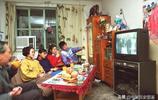 八九十年代的萬元戶老照片:家中彩電冰箱小汽車,圖八手拿大哥大