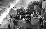 老照片的故事:二戰日本自殺機撞擊美軍戰艦,圖8美軍戰艦被撞毀