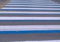 鞏義街頭現3D斑馬線、網紅紅綠燈!司機看了立馬減速
