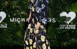 瑪吉·吉倫哈爾紐約出席金心獎頒獎禮,40歲的她盡顯典雅、知性!