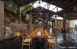 設計師把一座廢棄在半山腰的窯廠改為了農家樂,景色如此之美!