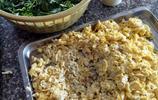 阿婆做的海鮮卷,加入一種醬,一天能賣出上千份