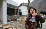 退休大媽回村創業,如今頗有成就,城裡人是常客