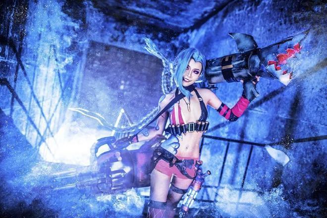 英雄聯盟 暴力蘿莉金克絲cosplay圖集欣賞,真的是真還原啊,敵人們吃我一炮吧