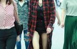 楊冪現身機場秀大長腿,黑超遮面霸氣十足,網友:這是穿三角褲?