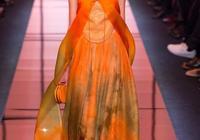 Armani Privé高定:充滿橘色One-Piece的奇妙世界